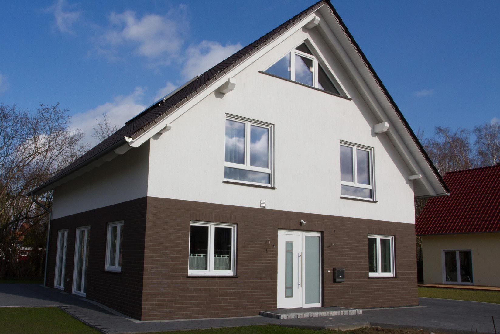 Bauunternehmen Meinert - Einfamilienhaus mit Eingang